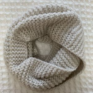 H&M cream cable knit infinity scarf